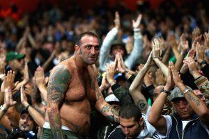 Hooligan Liverpool và AS Roma đánh nhau ngoài sân Anfield