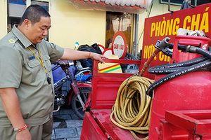 'Ông bụt' vay ngân hàng, chế tạo xe cứu hỏa dập lửa trong hẻm Sài Gòn