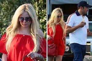 Avril Lavigne tình tứ bên bạn trai giàu có sau 2 lần đổ vỡ hôn nhân