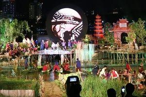Ấn tượng với 'Âm vọng sông Hương' được trình diễn trên sân khấu nổi