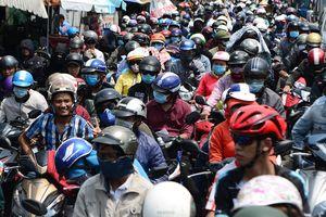 Hàng nghìn người dân đổ về thành phố, cửa ngõ Sài Gòn 'kẹt cứng' sau nghỉ lễ