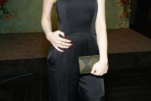 Nữ diễn viên gây tranh cãi vì uống 27 ly nước mỗi ngày