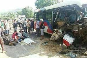 Ôtô khách tông vào xe tải, 2 cháu nhỏ tử vong thương tâm