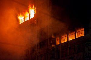 Cảnh tòa nhà Brazil bất ngờ sụp đổ trong hỏa hoạn