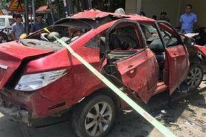 Xe ôtô của chủ quán karaoke nổ tung: Có hai người lạ