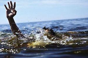 Quảng Ngãi: Rủ nhau tắm biển, hai học sinh đuối nước tử vong