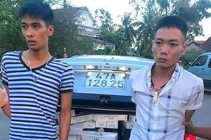 Bình Định: Bắt 2 đối tượng vận chuyển hơn 10.000 gói thuốc lá lậu