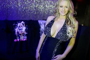 Nữ diễn viên khiêu dâm nộp đơn kiện mới chống lại ông Donald Trump