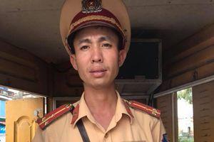 Chiến sỹ CSGT 'xử đẹp' khiến người vi phạm tâm phục khẩu phục