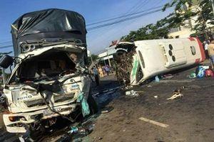 Tai nạn thảm khốc giữa xe khách và xe tải, 10 người bị thương
