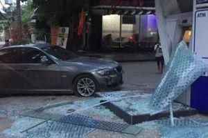Trụ ATM ở Sài Gòn bể nát sau tiếng động lớn trong đêm