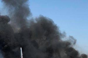 Ảnh, video: Hiện trường nơi máy bay quân sự rơi tại Mỹ khiến 5 người chết