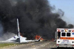 Khoảnh khắc máy bay quân sự Mỹ lao thẳng xuống đất nổ tung