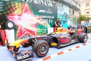 Lần đầu tiên trải nghiệm trình diễn xe đua F1 tại TPHCM