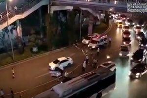Cha ném con trai 7 tuổi từ trên cầu xuống đường tử vong vì...không có tiền chữa bệnh