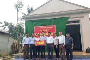 Bàn giao nhà Đại đoàn kết cho hộ nghèo ở Anh Sơn