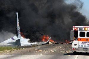 Máy bay vận tải quân sự Mỹ đâm xuống đường cao tốc, 9 người thiệt mạng