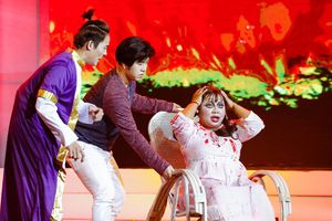 Akira Phan tái hiện game show 'Đi tìm ẩn số' một thời của Thanh Bạch