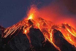 Siêu núi lửa bất ngờ phun trào, hàng ngàn dân Hawaii phải sơ tán