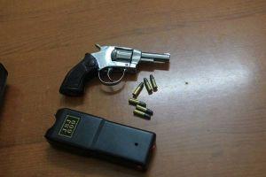 Phó giám đốc dùng súng tự sát sau khi bắn nữ giám đốc trọng thương