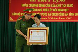 Truy tặng huân chương dũng cảm cho chiến sỹ PCCC Gia Lai