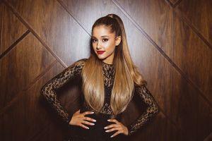 Fan phẫn nộ vì hủy show, Ariana Grande xoa dịu bằng album mới
