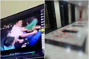 Hành lang chung cư ở Hà Nội bê bết máu vì cư dân đuổi chém nhau