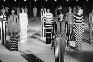 Tại sao trắng đen là sắc màu 'huyền thoại' của thời trang?