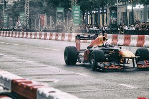 Mãn nhãn phấn khích trước màn trình diễn ấn tượng của tay đua F1 David Coulthard tại Sài Gòn
