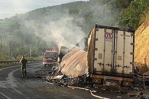 Hai xe đầu kéo đâm nhau rồi bốc cháy, 3 người tử vong