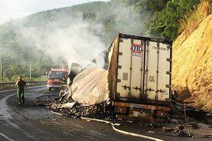 Ô tô đâm nhau bốc cháy trên đèo, 3 người tử vong