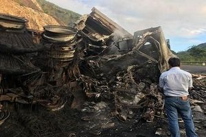 Gia Lai: 3 người chết cháy sau vụ tai nạn kinh hoàng