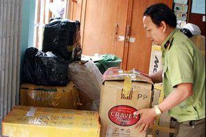 Tạm giữ gần 2.000 hộp mỹ phẩm không rõ nguồn gốc được chủ hàng mua đế bán trên mạng xã hội
