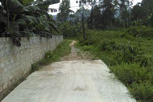 Hà Tĩnh: Làm đường bê tông ngõ xóm dang dở, dân kêu than