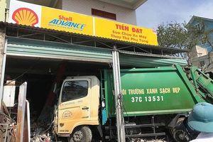 Nghệ An: Đang sửa xe trong nhà vẫn bị ô tô lao cán gãy chân