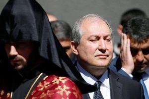Tổng thống Armenia 'sẵn sàng chắn giữa cảnh sát với người phản đối'