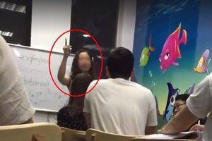 Sốc với clip giảng viên tiếng Anh gọi học viên là 'con lợn'