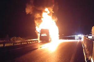 Xe khách Phương Trang cháy trên cao tốc TP.HCM - Trung Lương
