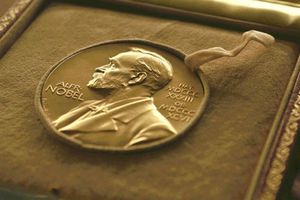 Vì sao giải Nobel văn học năm nay bị hoãn trao?