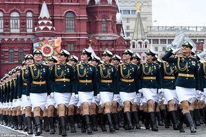 Quân đội Nga diễn tập rầm rộ, phô diễn sức mạnh chuẩn bị mừng Ngày Chiến thắng
