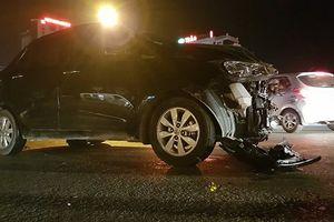 Gây tai nạn liên hoàn còn tỏ thái độ thách thức, tài xế ô tô bị dân vây đánh