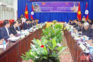Tiếp nhận, bàn giao 12 hài cốt liệt sỹ hy sinh trên đất Lào về Hà Tĩnh