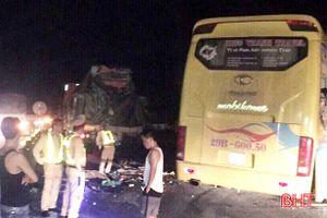 Xe khách tông container tại Kỳ Anh: 2 người chết, 7 người bị thương nặng