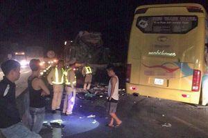 Tai nạn kinh hoàng giữa đêm, 14 người thương vong