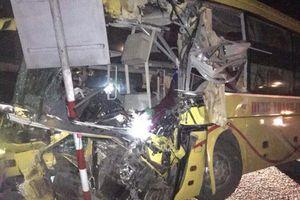 Hà Tĩnh: Xe khách tông đuôi xe tải, 12 người thương vong