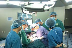 Phẫu thuật thành công ca ung thư tuyến giáp xâm lấn khí quản