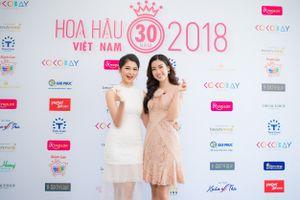 Hậu 'thả thính', Jun Phạm tiếp tục nắm tay Hoa hậu Đỗ Mỹ Linh