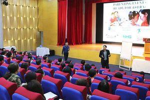 Triệu phú Singapore Adam Khoo truyền cảm hứng cho sinh viên Hồng Bàng