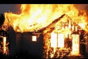 Kẻ trộm 'bá đạo' châm lửa đốt nhà gia chủ vì... không có gì giá trị