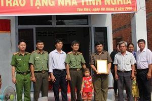 Tổng cục Hậu cần - Kỹ thuật và Công an tỉnh Tây Ninh trao tặng nhà tình nghĩa